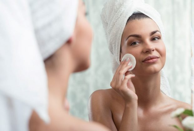 Guide explaining the right way to remove make-up